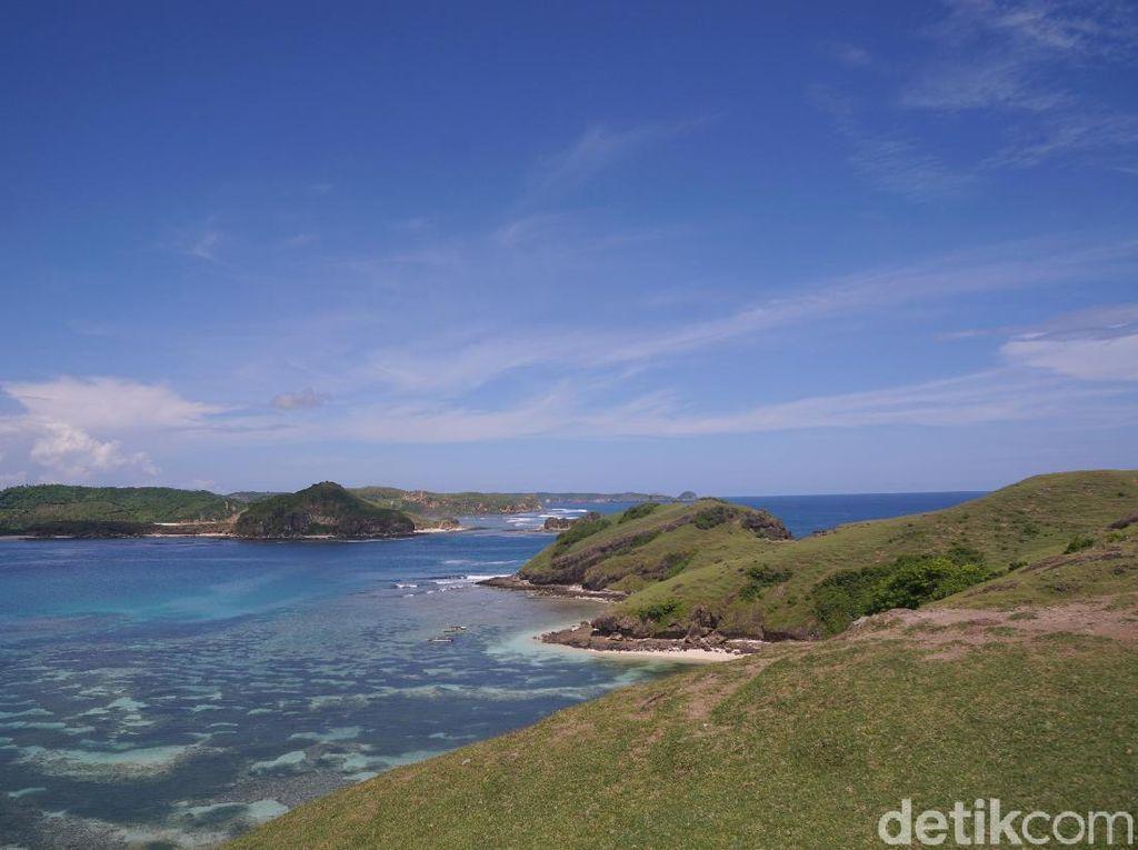 Potret Keindahan Bukit Merese di Lombok