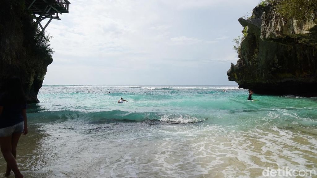 Foto: Pantai Suluban, Pantai Cantik Tersembunyi di Bali