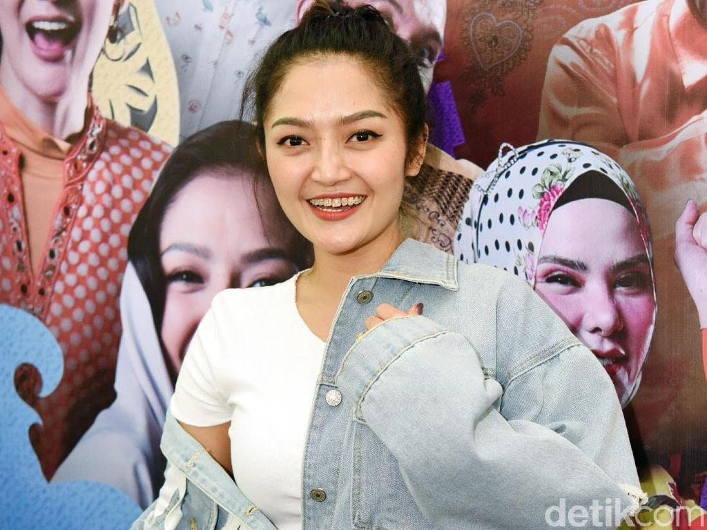 Dulu Foto Patung Lilin, Siti Badriah Girang Bisa Dekatan dengan Jokowi Betulan
