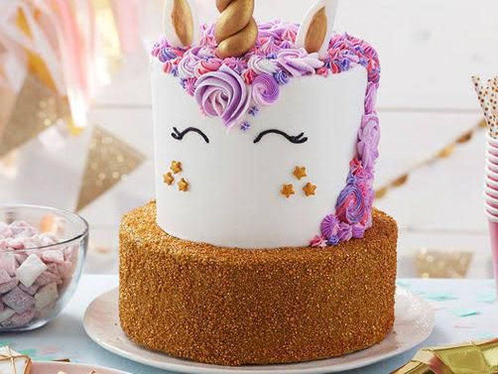 Pesan Kue Ulang Tahun Bentuk Unicorn, Hasilnya Malah Bikin Ngakak