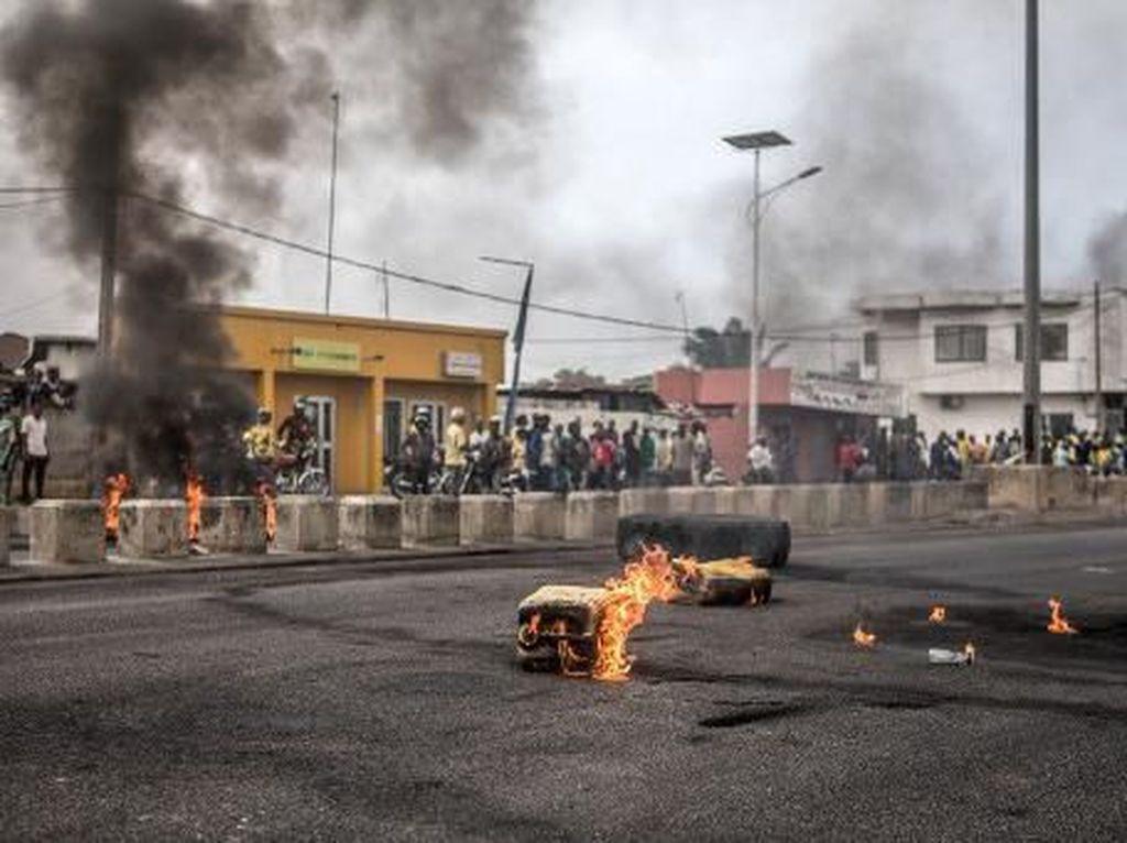 Unjuk Rasa soal Pemilu di Benin Ricuh, Massa Bentrok dengan Polisi