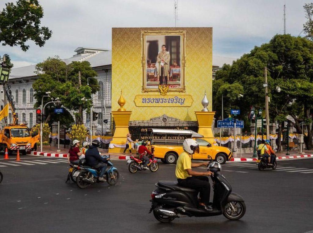 Thailand Menguning Jelang Penobatan Raja Maha Vajiralongkorn