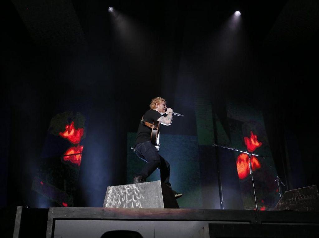 Ed Sheeran Bawakan Love Yourself di Jakarta