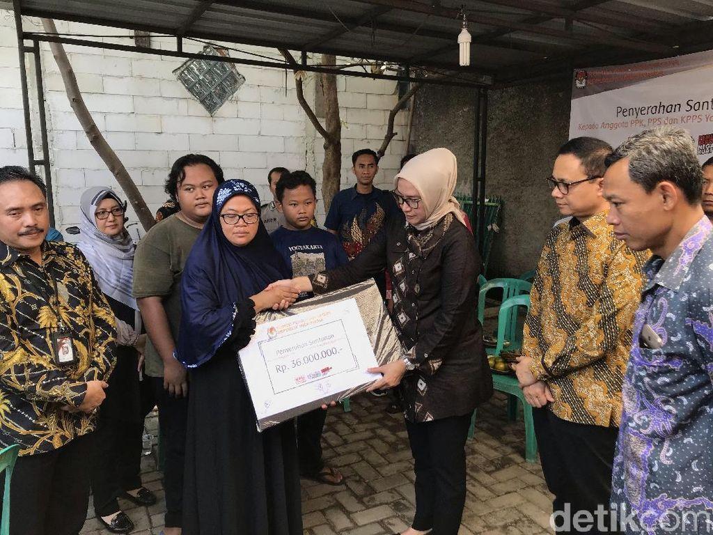 Beri Santunan ke Keluarga Petugas KPPS di Tangsel, KPU: Kami Merasa Kehilangan