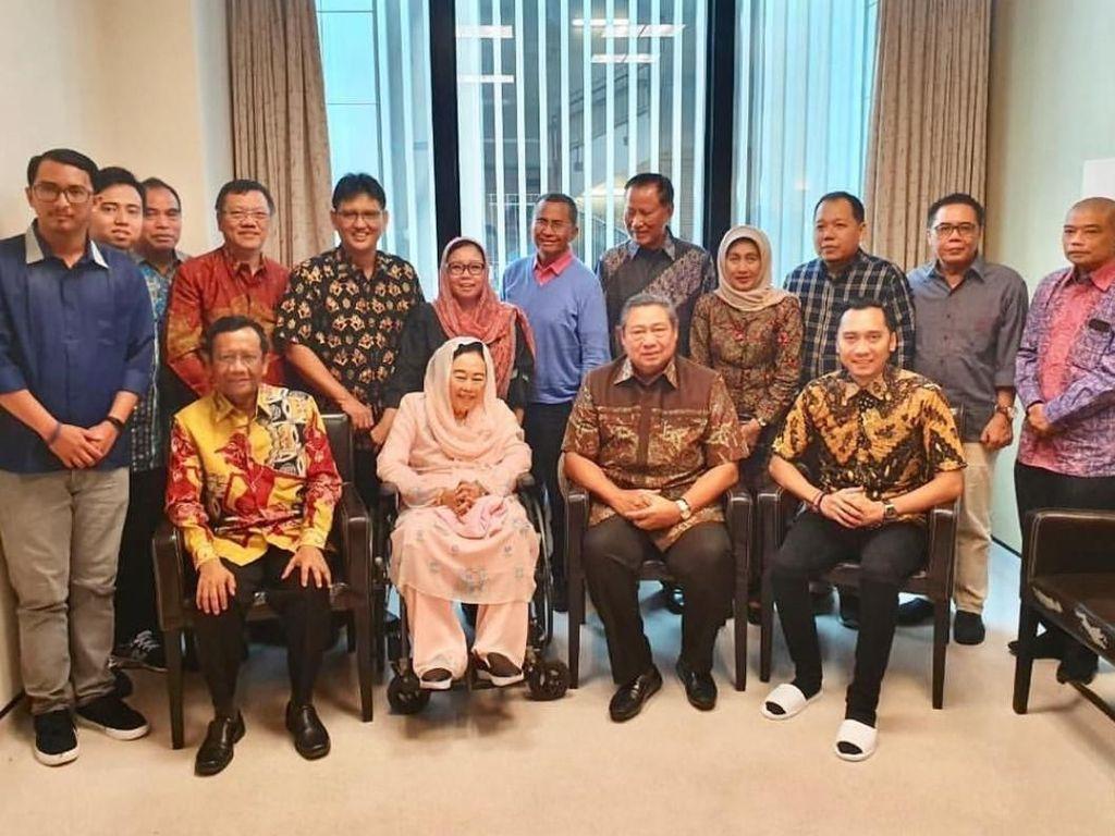 Sinta Nuriyah Wahid, Mahfud MD dan Dahlan Iskan Besuk Ani Yudhoyono