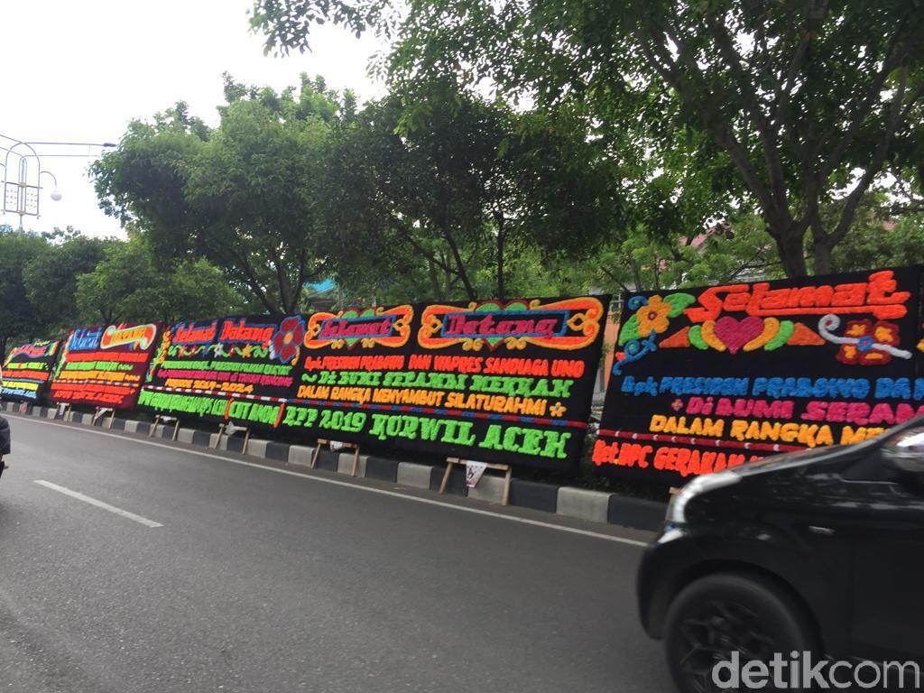 Papan Bunga Selamat Datang Presiden di Kantor BPN Aceh, Ini Respons TKD