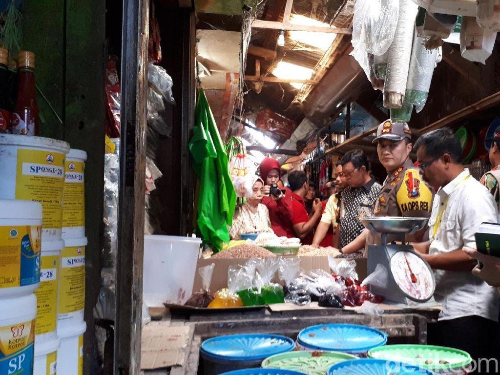 Polisi Blusukan ke Pasar di Tuban, Pantau Harga Barang Jelang Ramadan