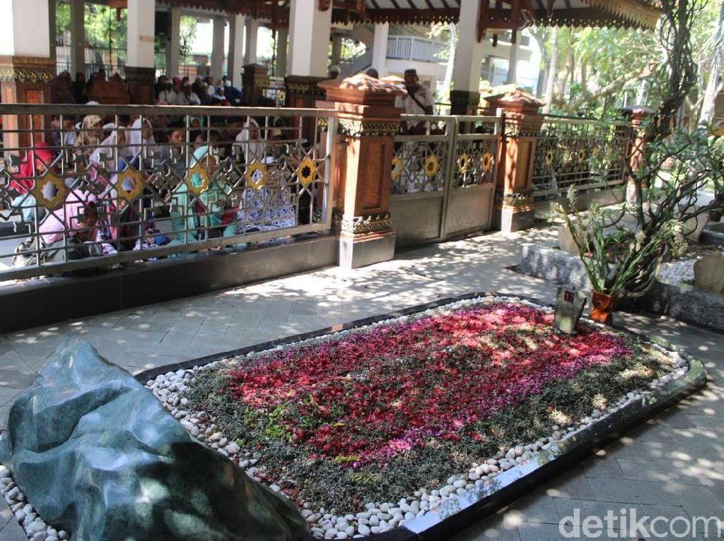 Ribuan Peziarah Kunjungi Makam Gus Dur di Jombang Jelang Ramadhan