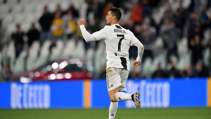 Cristiano Ronaldo dianggap punya peran setara dengan pelatih (Tullio M. Puglia/Getty Images)
