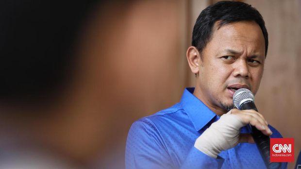 Wakil Ketua Umum Partai Amanat Nasional (PAN)  Bima Arya Sugiarto memberi keterangan kepada media terkait  komitmen partainya untuk berada di Koalisi Indonesia Adil Makmur  bersama Partai Gerindra, PKS, Demokrat, dan Berkarya. Jakarta, 4 Mei 2019.