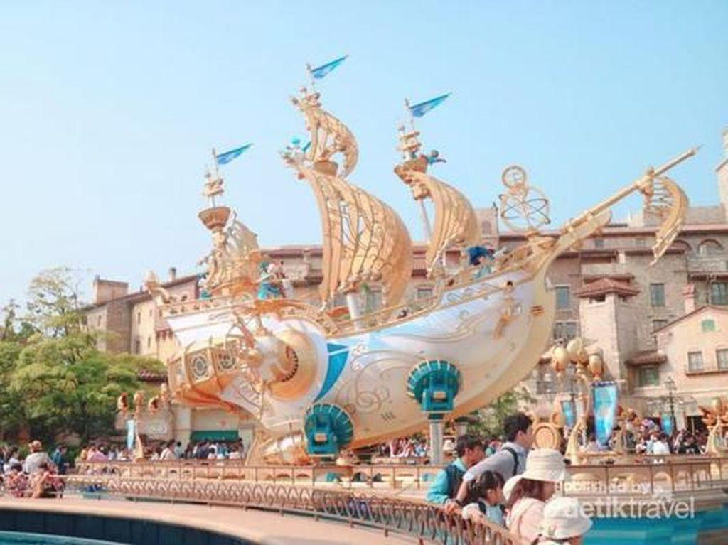 Apa Bedanya Disneysea dengan Disneyland?