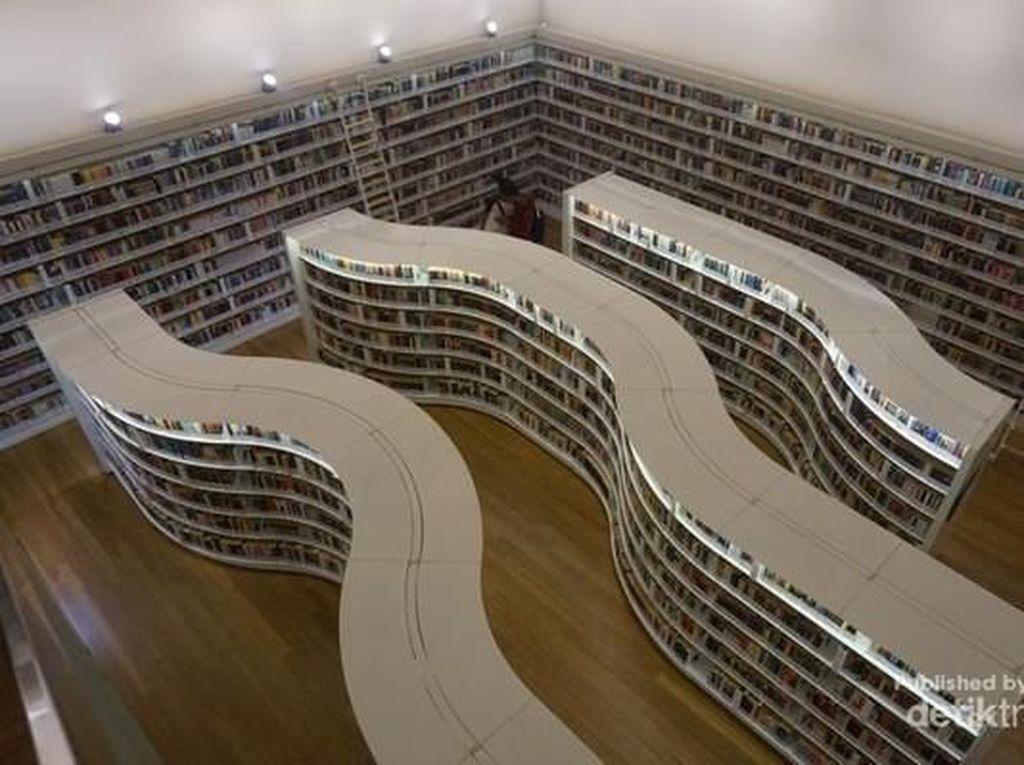Melihat Isi Perpustakaan Instagrammable di Singapura