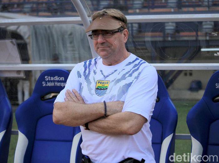 Pelatih Persib Bandung, Robert Rene Alberts, mengungkap alasan tetap berlatih di Bali. (Foto: Wisma Putra/detikcom)