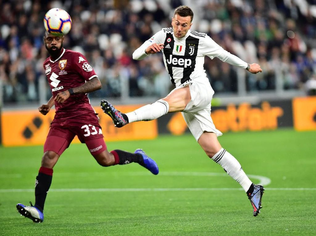 Memangnya Ada yang Bilang Bernardeschi Bakal Tinggalkan Juventus?