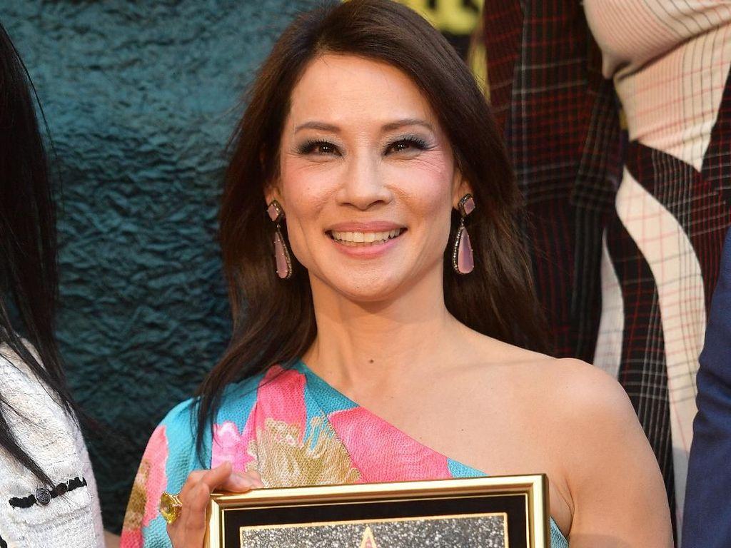 Kini Ada Nama Lucy Liu di Hollywood Walk of Fame