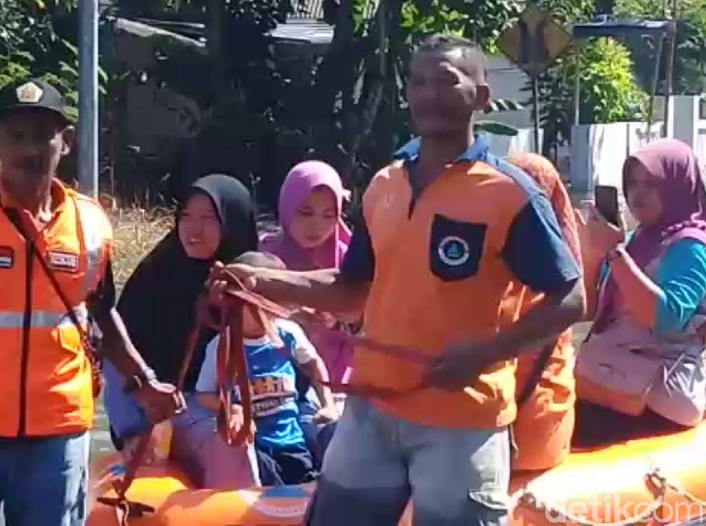 Banjir di Mojokerto Tak Juga Surut, Warga Terpaksa Mengungsi