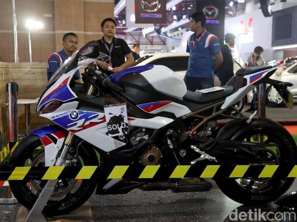 Superbike BMW S1000RR Unjuk Gigi di IIMS 2019