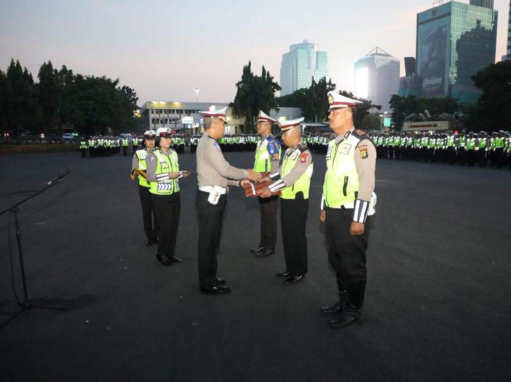 19 Polantas Tolong Balita-Tangkap Penjahat di Jalan Diganjar Award