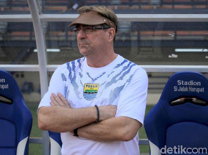 Pelatih Persib Bandung, Robert Rene Alberts, ingin melanjutkan tren positif. (Foto: Wisma Putra/detikcom)
