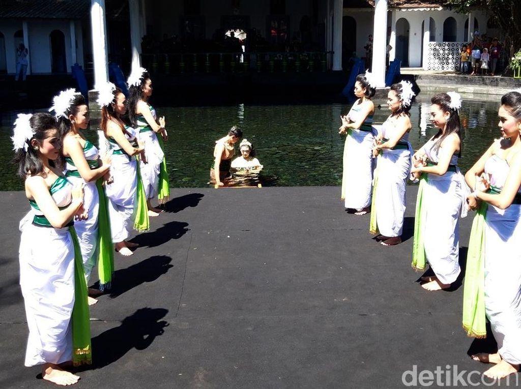 Foto: Padusan, Tradisi Mandi di Boyolali Sebelum Puasa