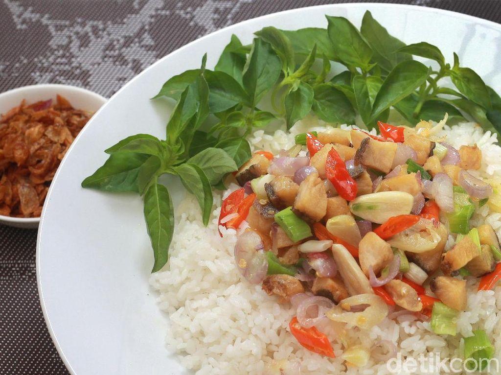Menu Harian Ramadhan ke-16 : Lahap Makan Nasi Gurih Berlauk Ikan Asin