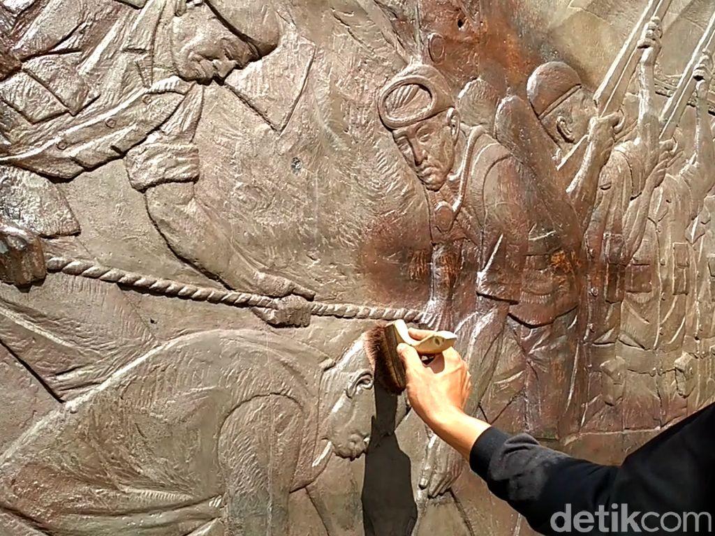 Relief di Perpustakaan Bung Karno Disemir Ulang Jelang Ramadhan