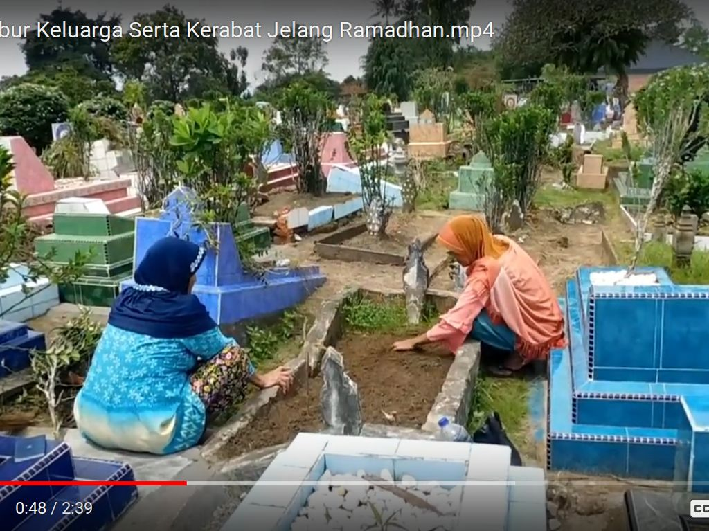 Jelang Ramadhan, Ani dari Sumbar Ziarah ke Makam Anaknya di Jambi