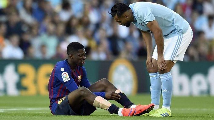 Ousmane Dembele cedera saat Barcelona kalah di markas Celta Vigo (Foto: Miguel RIOPA / AFP)