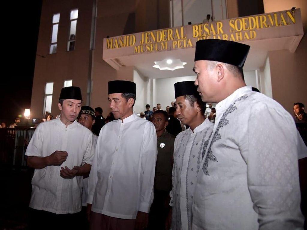 Video Jokowi Salat Tarawih Pertama di Bogor