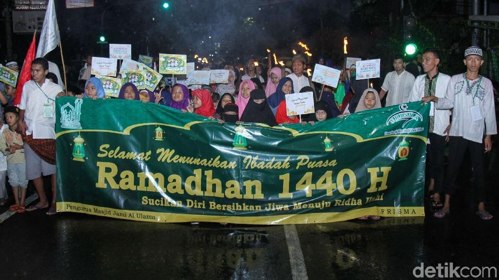 Potret Pawai Obor Sambut Ramadhan di Tambora Jakarta Barat