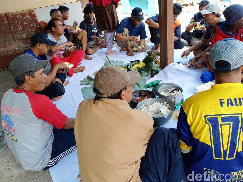 Sambut Ramadhan, Warga Langensari Bandung Bebersih dan Ngaliwet