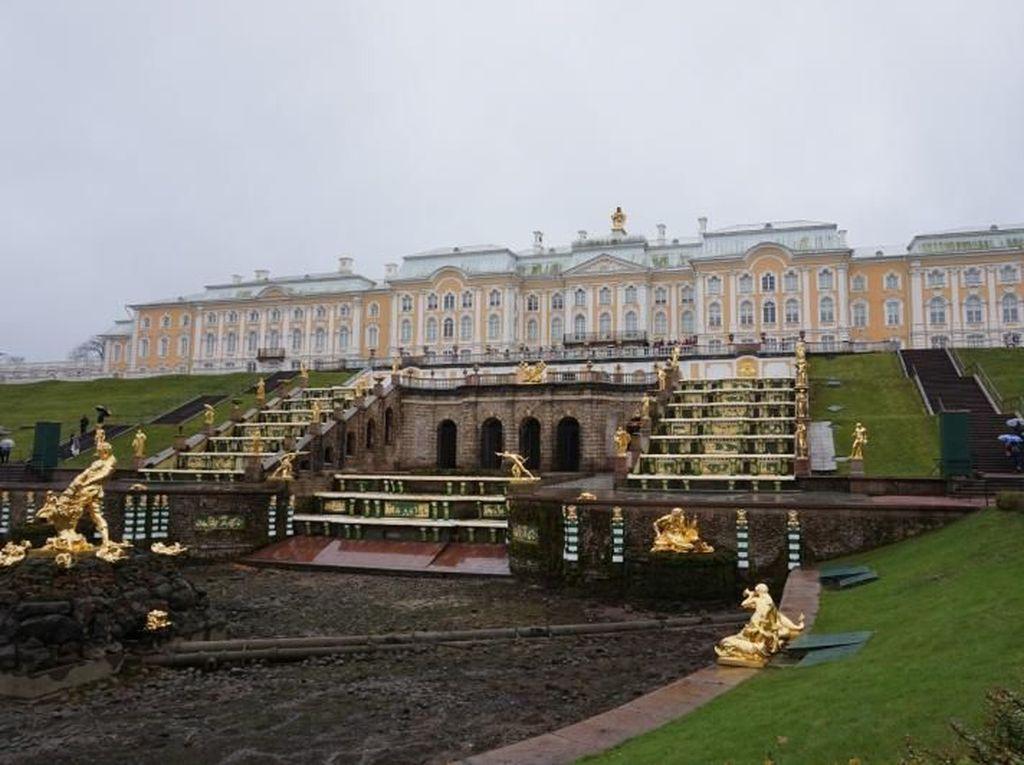 Rusia Punya Istana Ala Versailles dari Prancis