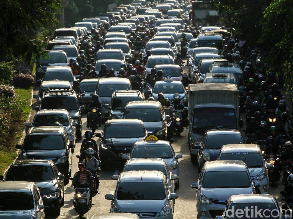 Hari Pertama Puasa, Jalanan Jakarta Macet Lebih Awal