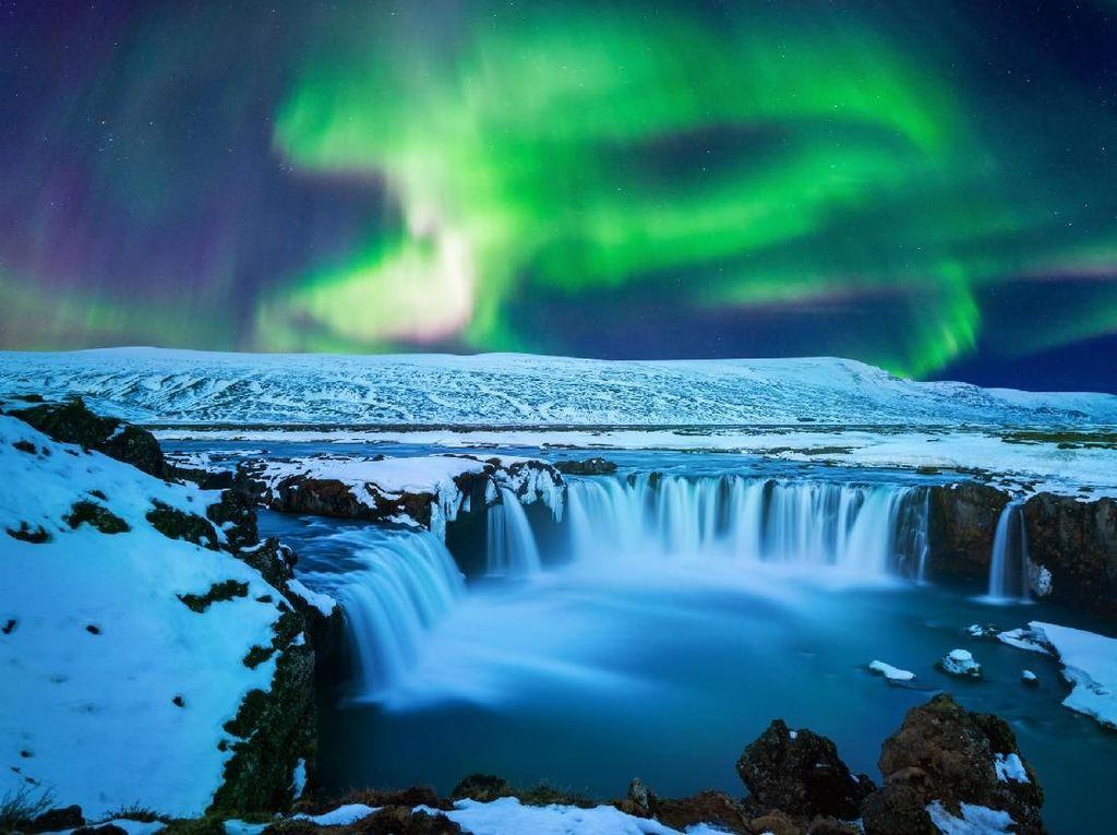Foto: Godafoss, Air Terjun Para Dewa Islandia