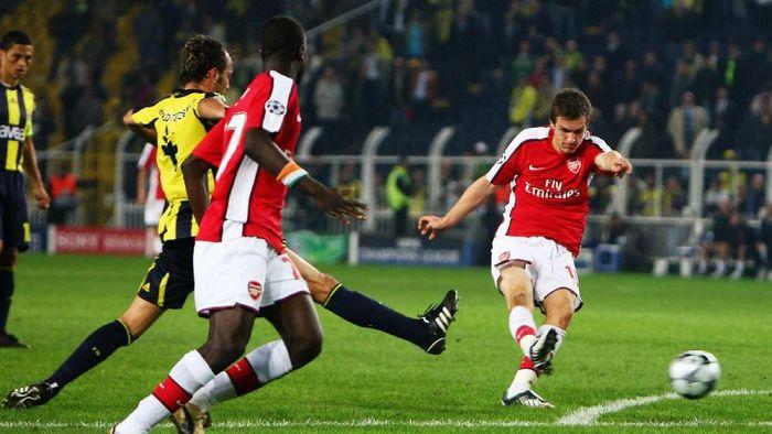 Ramsey mencetak gol pertamanya untuk Arsenal dalam kemenangan tandang 5-2 melawan Fenerbahcedi babak grup Liga Champions pada Oktober 2018. (Foto: Jamie McDonald/Getty Images)