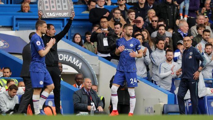 Bek tengah Chelsea Gary Cahill kesal dengan perlakuan Maurizio Sarri. (Foto: Richard Heathcote / Getty Images)