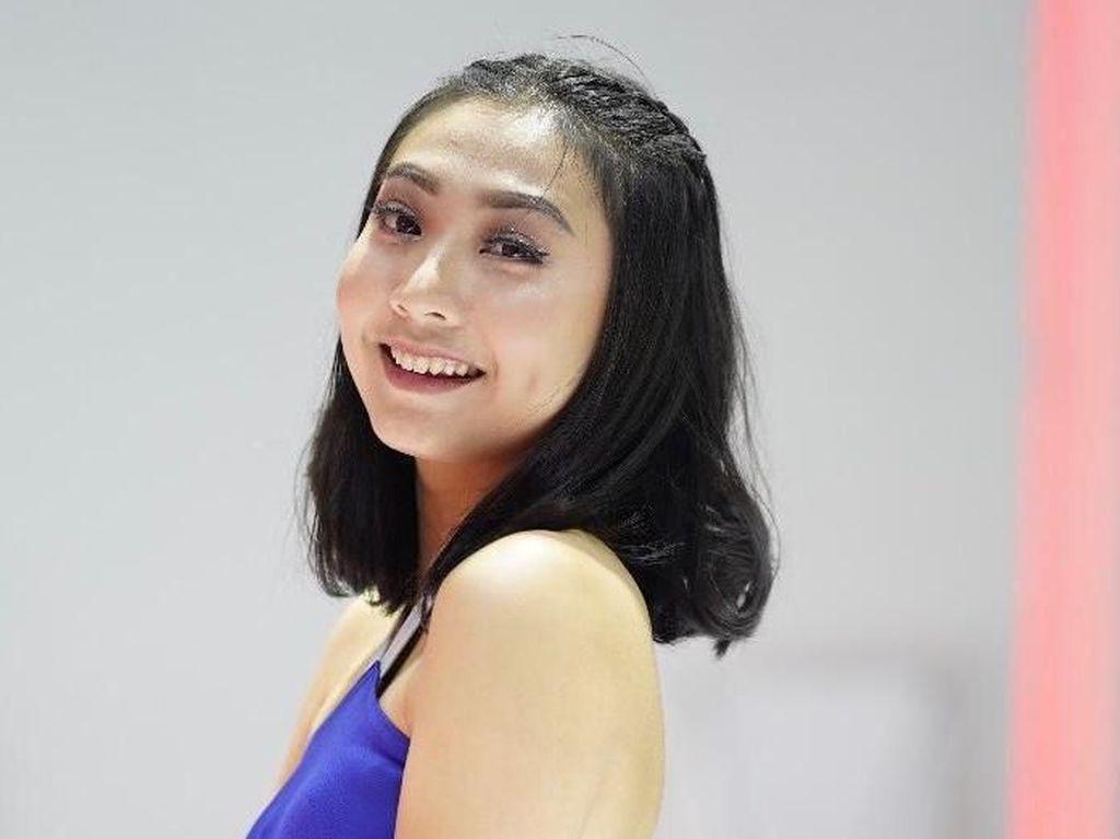 Miss IIMS 2019 yang Tidak Alergi Naik Angkutan Umum