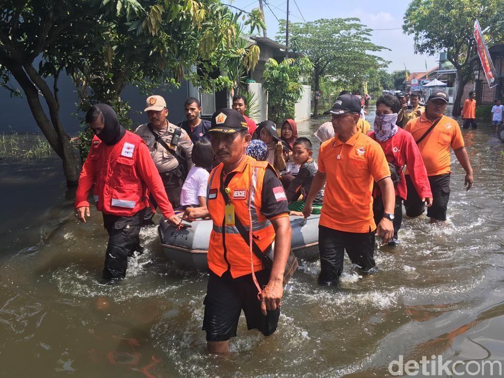 5 Hari Hidup di Tengah Banjir, Warga di Mojokerto Mulai Terserang Penyakit