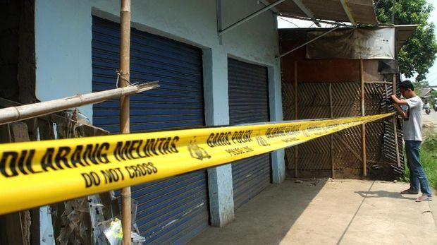 Lokasi penggerebekan terduga pelaku teroris, di kawasan Babelan, Kabupaten Bekasi, Jawa Barat, Minggu (5/5).