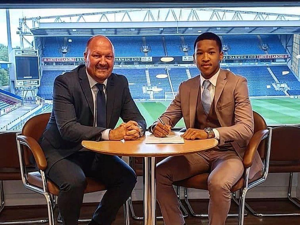 Joseph Simatupang Ferguson, Bocah Indonesia Ini Direkrut Blackburn Rovers