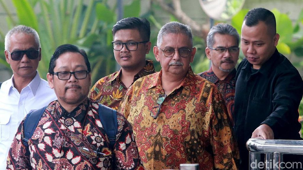 Berbatik dan Kacamata, Sofyan Basir Diperiksa KPK