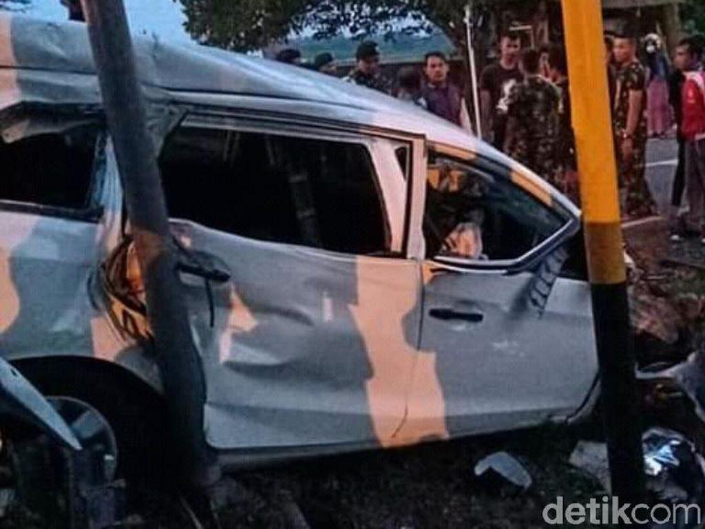 MPV Ringsek Tertabrak KA di Pasuruan, 4 Penumpang Selamat
