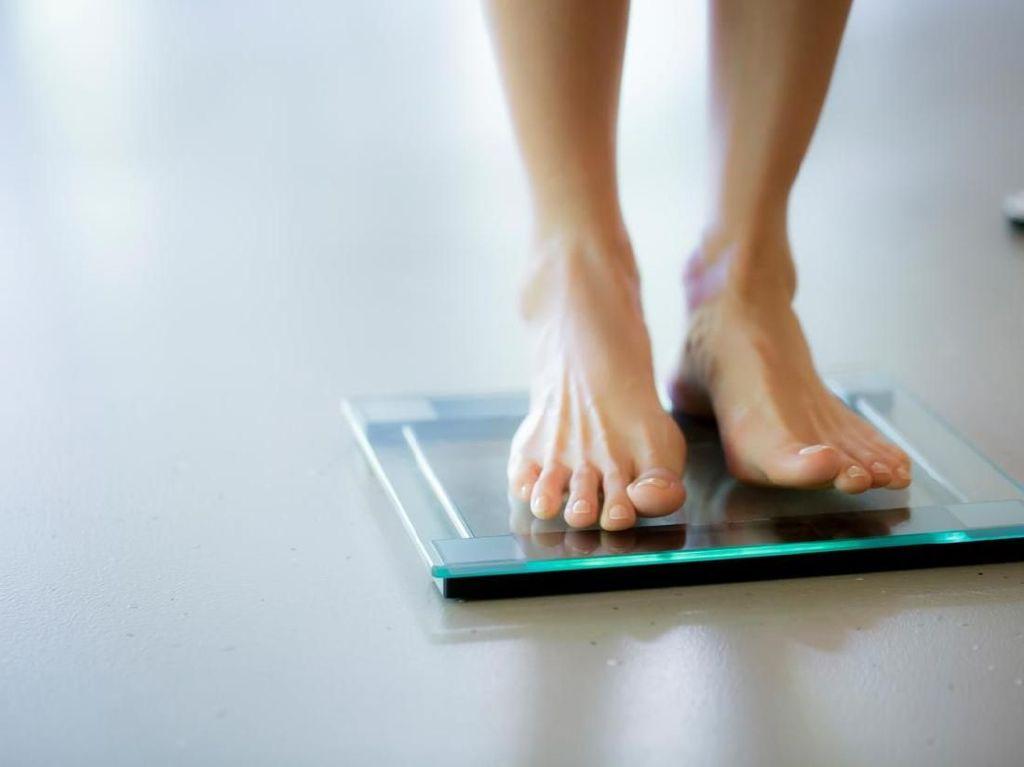 5 Tips Unik Menurunkan Berat Badan, Salah Satunya Menutup Hidung
