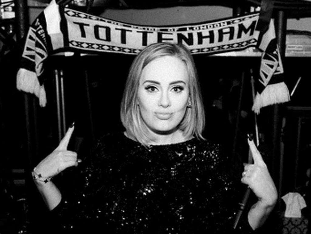 Adele Janjikan Album yang Lebih Emosional