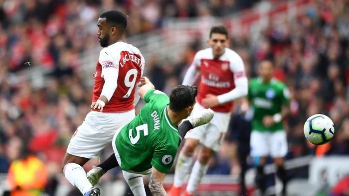 Arsenal ditahan imbang Brighton and Hove Albion. (Foto: Clive Mason/Getty Images)