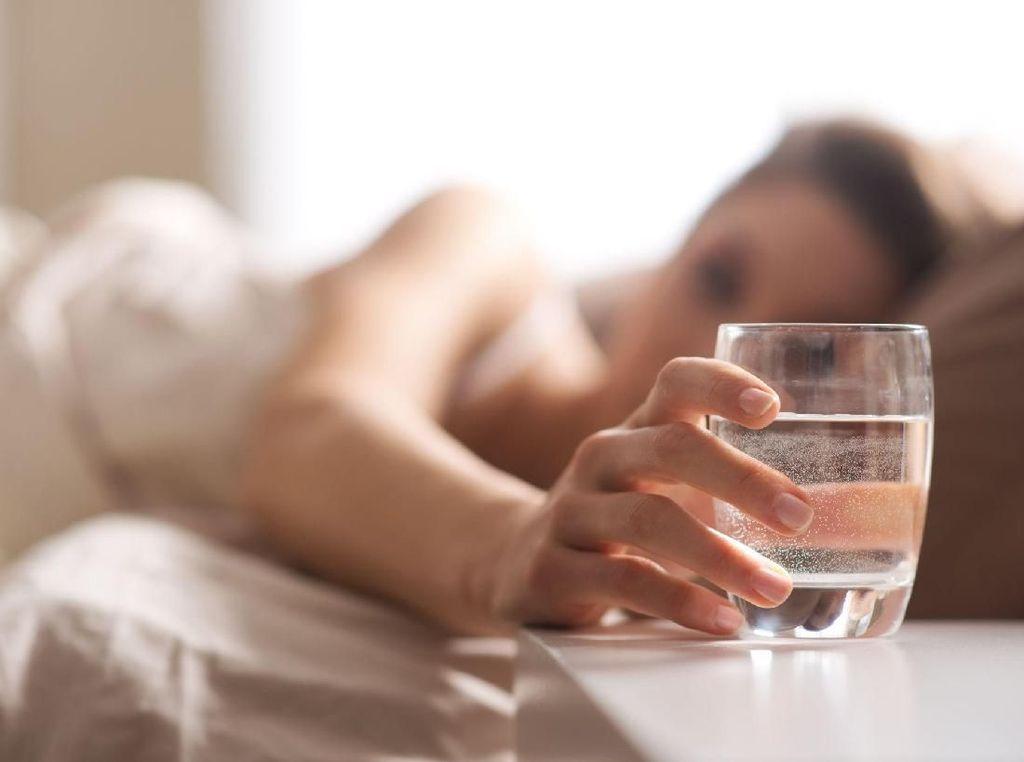 Air Mineral Bukan Minuman Tersehat, Haruskah Diganti? Ini Kata Dokter