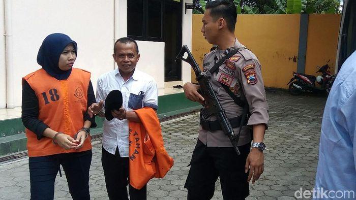 Anik Kartika Sari Dewi alias Tika usai sidang dakwaan oengaturan skor id PN Banjarnegara, Senin (6/5/2019). (Uje Hartono/detikSport)