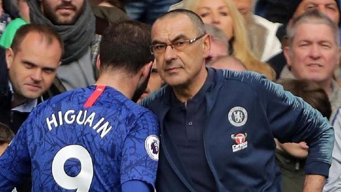Maurizio Sarri mendesak Chelsea mempermanenkan Gonzalo Higuain. (Foto: Richard Heathcote / Getty Images)