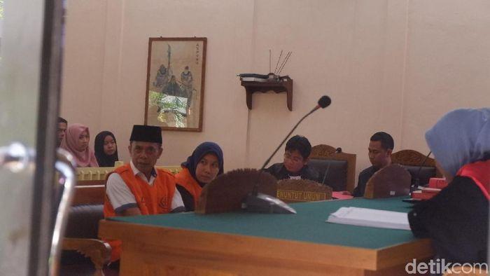 Sdaing Mbah Putih dkk di PN Banjarnegara. (Uje Hartono/detikSport)