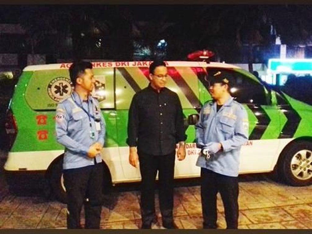 Petugas Dinkes DKI Ceritakan Momen Anies Telepon Ambulans untuk Ibunda